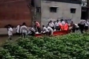 網曝河南安陽官員要村民為其推船視察災區