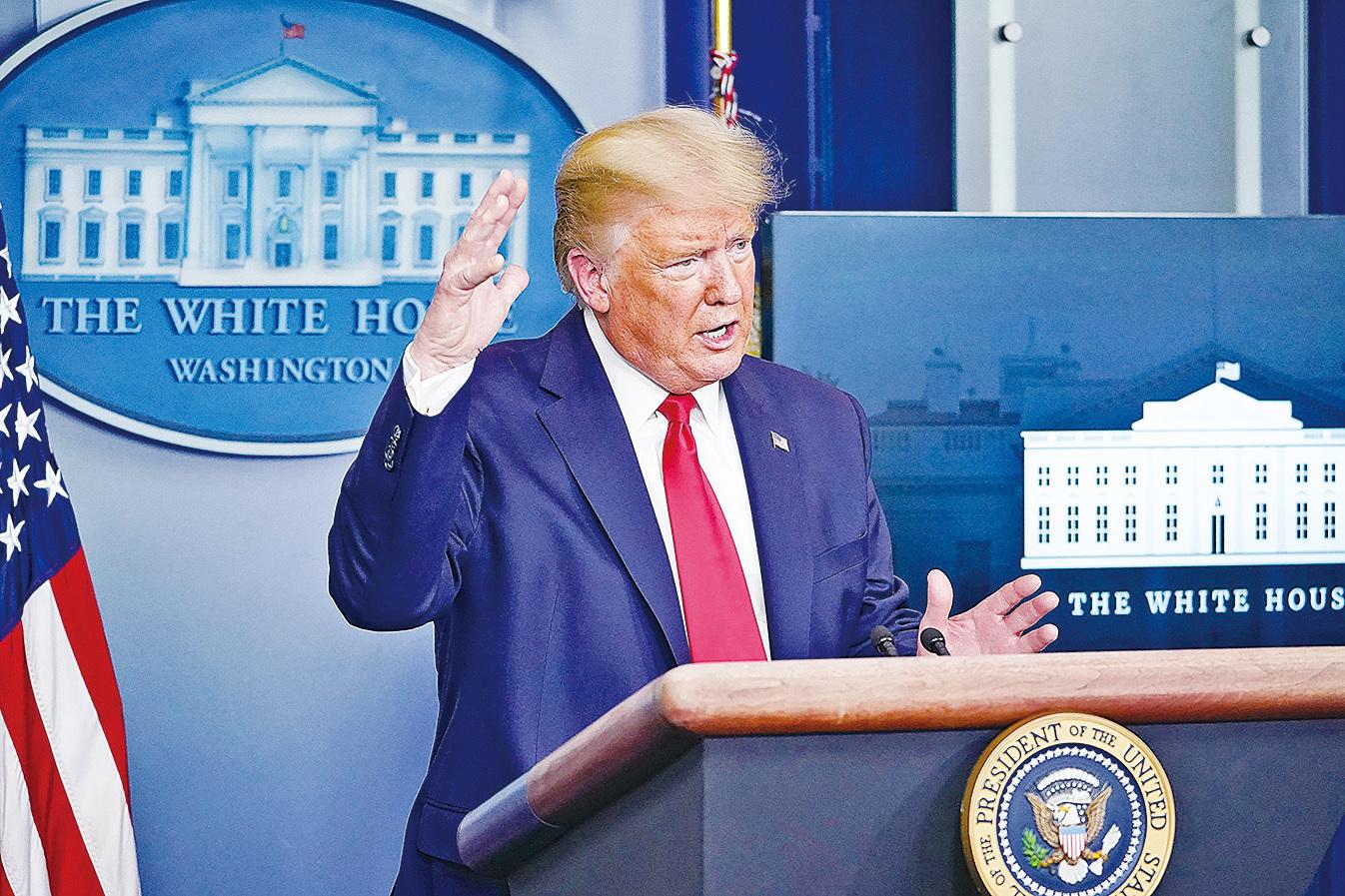 美國總統特朗普於3月31日在白宮的每日簡報會上說,由於美國正面臨病例激增的高峰,美國將在未來兩周「非常痛苦」。 (Photo by MANDEL NGAN / AFP)