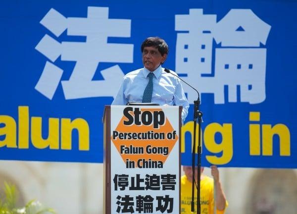 「國際大赦」(Amnesty International USA)美國分部國際宣導主任提•庫瑪博士(T.Kumar)(Mark Zou/大紀元)