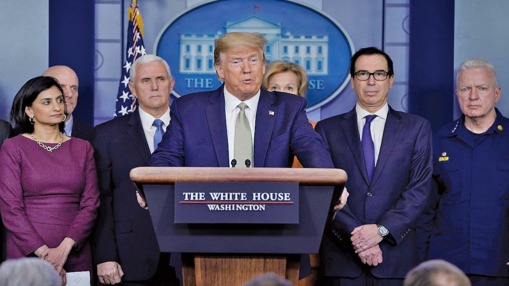 在4月2日的白宮記者會上,美國總統特朗普擴大了《國防生產法》的使用範圍,授權美國聯邦緊急事務管理局從 3M 公司獲取抗擊中共肺炎(新冠肺炎)疫情所必要的口罩。(Getty Images)