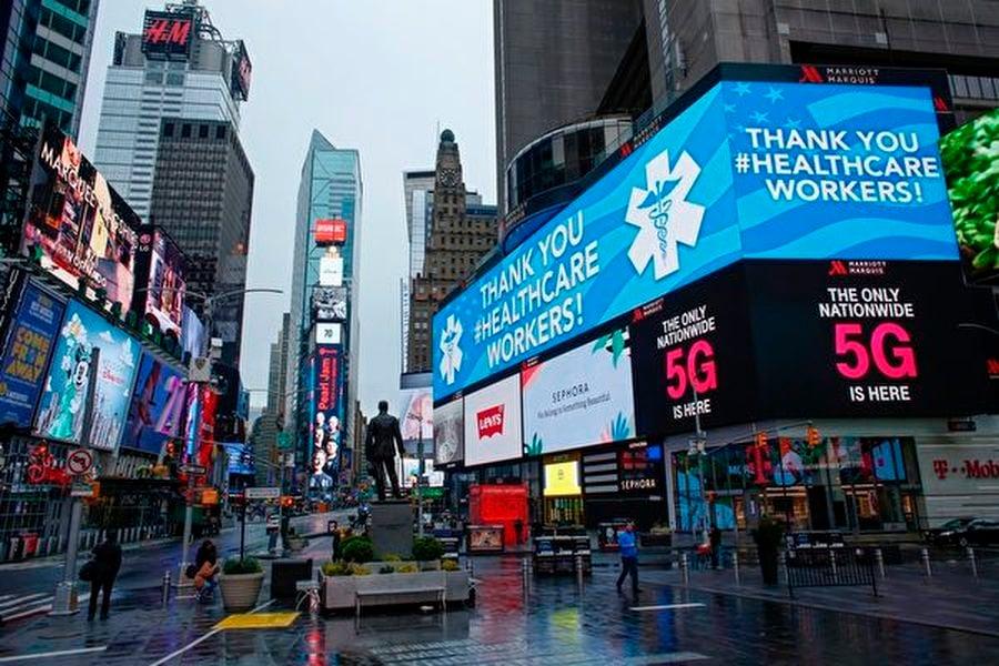中共肺炎蔓延,紐約成為全美疫情最嚴重的城市。圖為2020年3月28日,紐約,時代廣場空蕩蕩。(KENA BETANCUR/AFP via Getty Images)