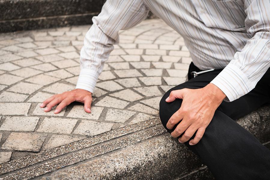 回收輪胎造彈性路面材料 減小跌傷風險