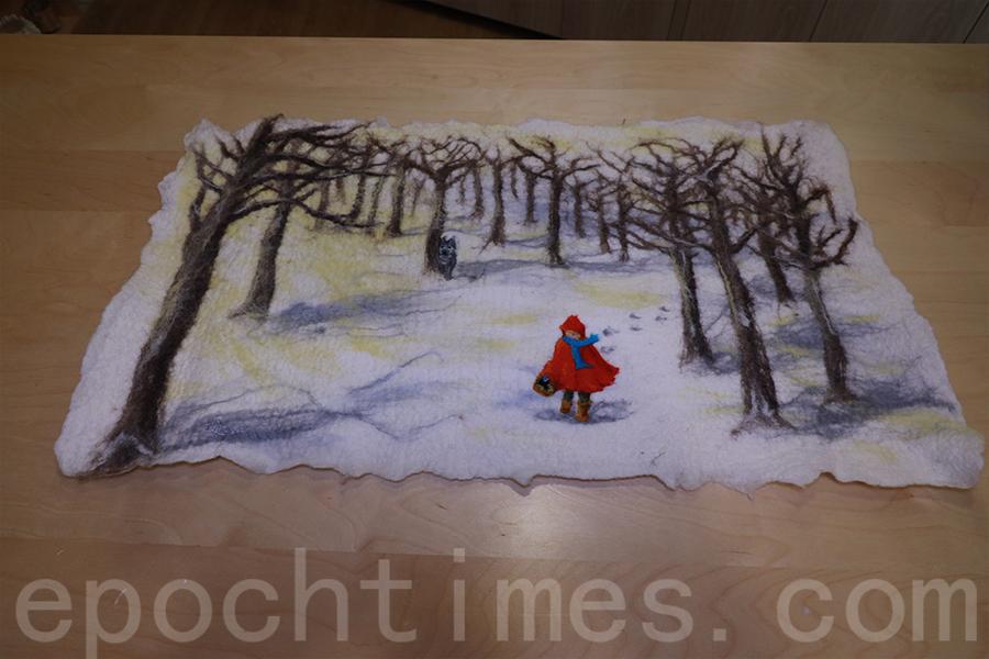 Gisela以《小紅帽》童話為主題創作的羊毛畫。(陳仲明/大紀元)