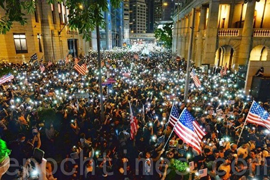 圖為2019年10月14日中環遮打花園「香港人權民主法案集氣大會」。(宋碧龍/大紀元)