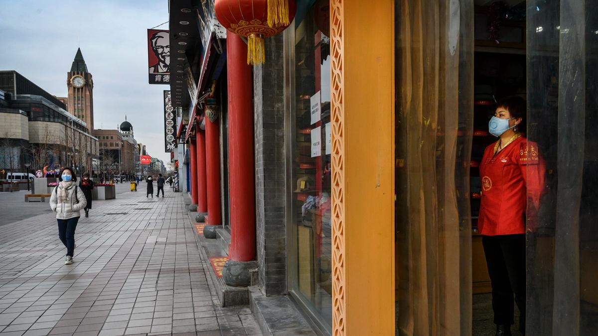 河南鄭州最繁華的商圈二七金街,至少有25家店舖貼出求轉租的告示。示意圖(Kevin Frayer/Getty Images)