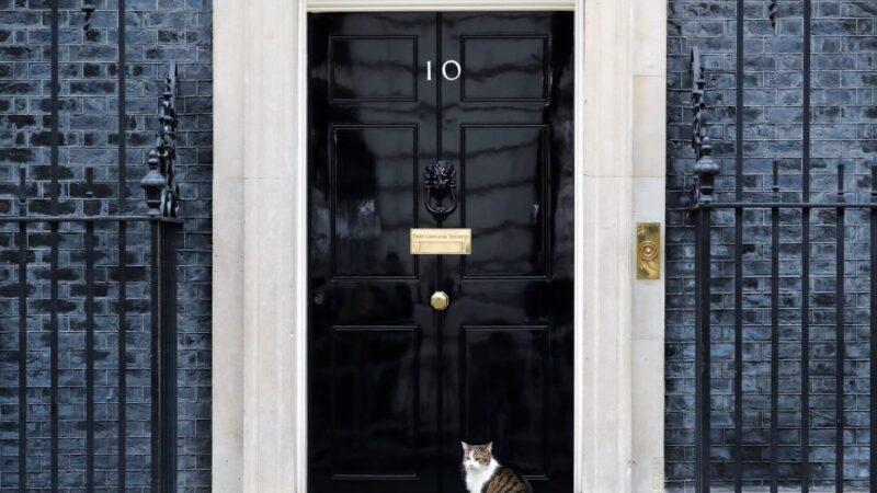 圖為英國首相官邸倫敦唐寧街10號。(TOLGA AKMEN/AFP via Getty Images)