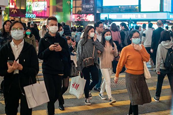 2020年1月23日的香港街頭,人們紛紛戴上口罩預防武漢肺炎感染。(Anthony Kwan/Getty Images)