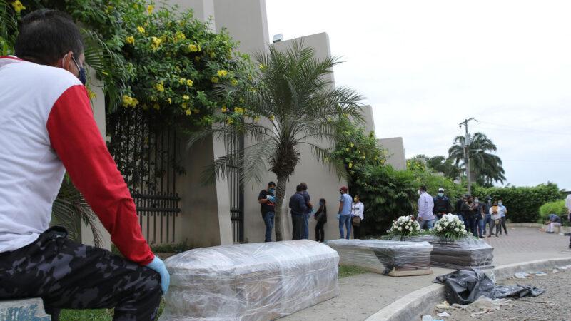 厄瓜多爾中共病毒死者激增 軍警沿街清運遺體