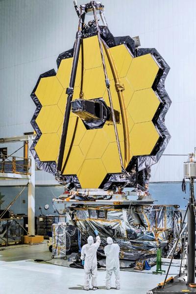 21呎鏡面韋伯望遠鏡 首次地面配置成功