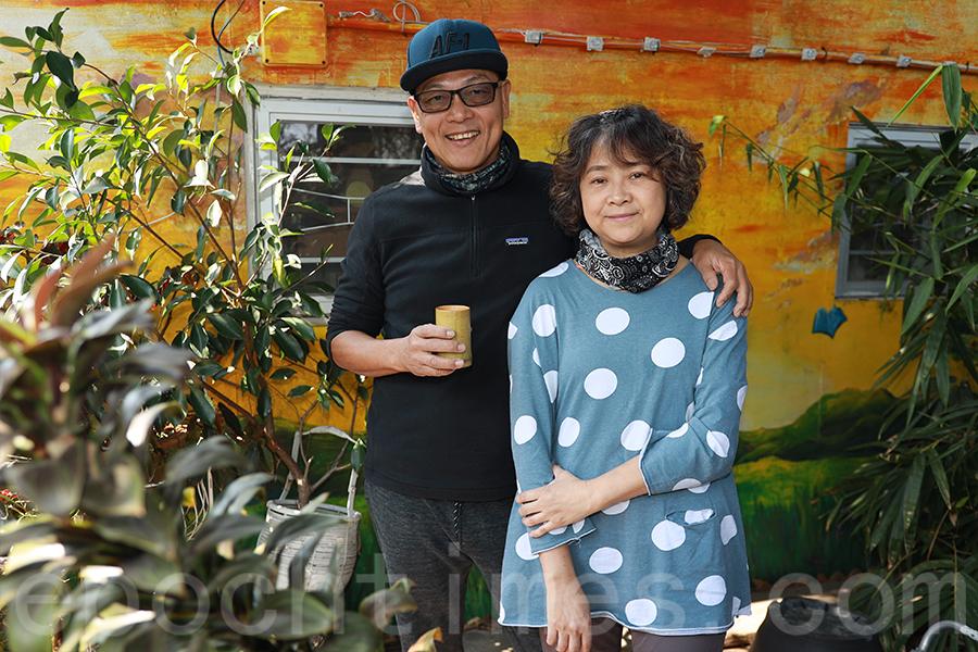退休夫婦蔡文元(Ringo)和李秀麗(Teresa)一手一腳建立起「比比書屋」。(陳仲明/大紀元)