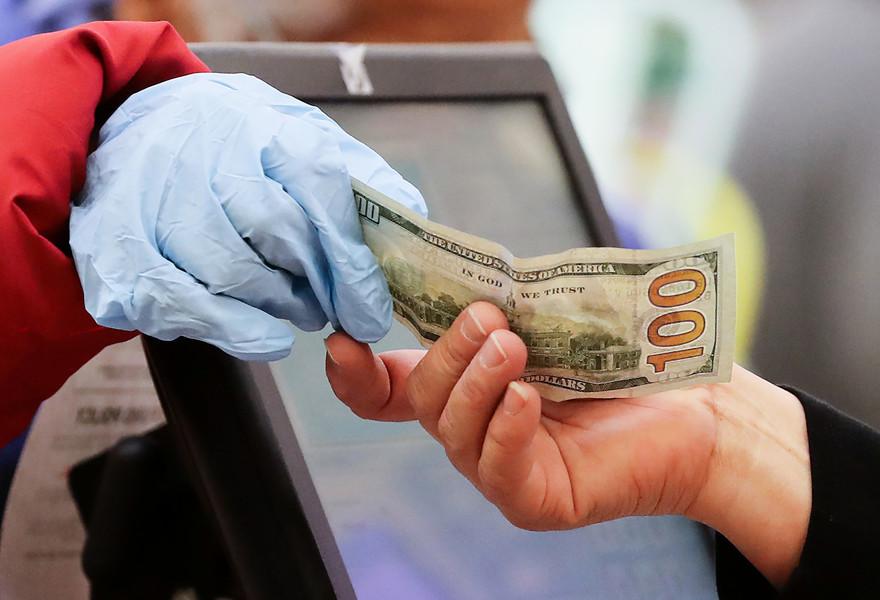 疫情下行善  美國善心男人在超市為三十名陌生人付帳