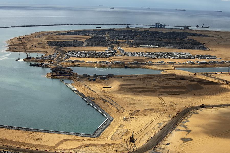 斯里蘭卡乏力償還中共款項,喪失了南部深水大港漢班托塔。(Paula Bronstein/Getty Images)