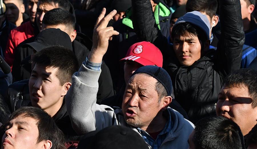 向中共欠下巨債的吉爾吉斯,民眾示威反對中共在當地的勢力擴張。(VYACHESLAV OSELEDKO/AFP via Getty Images)