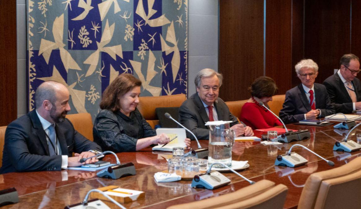 聯合國秘書長安東尼奧·古特雷斯(中)於2020年3月6日在紐約聯合國總部主持召開會議。(David Dee Delgado/Getty Images)