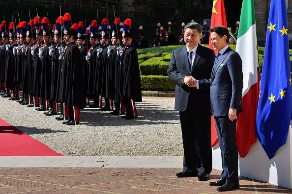 2019年3月23日,意大利政府用接待皇室成員的禮儀迎接前來簽訂一帶一路合作協議的中共國家主席習近平。(ALBERTO PIZZOLI/AFP via Getty Images)