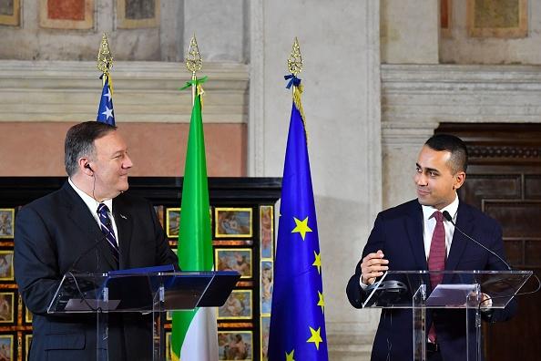 蓬佩奧2019年10月2日訪問意大利,於時任意外長迪馬奧在共同記者會上警告說,中共用商業的幌子掩蓋政治企圖。(ALBERTO PIZZOLI/AFP via Getty Images)