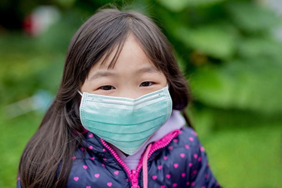 兒童感染中共病毒後,多為輕症或無症狀,容易不自覺得傳染給他人。(Shutterstock)