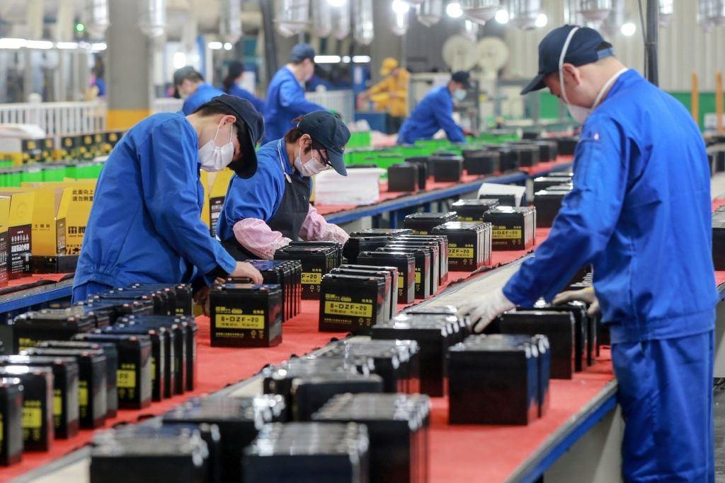 日本、美國先後宣布出巨資助本國企業撤出中國。這一舉動將對中國產生怎麼樣的影響,已引起廣泛關注。圖爲安徽省一家工廠。(STR / AFP / Getty Images)