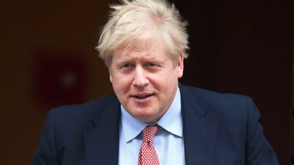 英國首相約翰遜(Boris Johnson)因感染中共病毒(武漢肺炎)於6日晚轉入重癥監護病房(ICU)。英國財政大臣辛偉誠(Rishi Sunak)8日表示,首相的狀況已得到改善。(Peter Summers/Getty Images)
