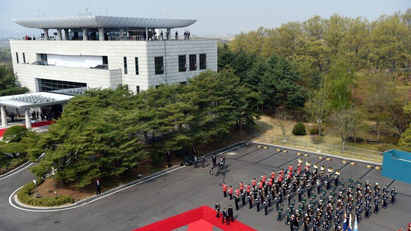 有脫北的前北韓官員曝出驚人消息。他說,北韓可能會有超過300萬人受疫情影響而死亡。示意圖( KOREA SUMMIT PRESS POOL/AFP/Getty Images)