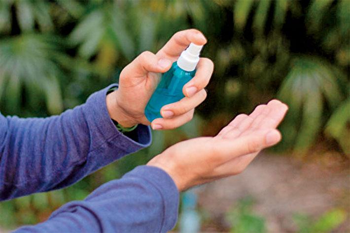 中藥酒精噴劑能延長防疫效果。(Shutterstock)