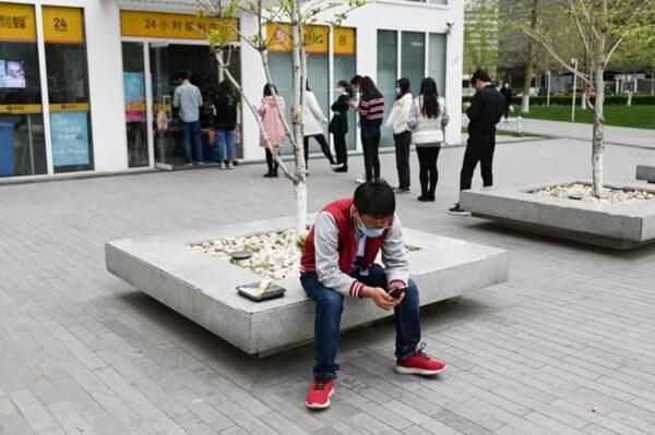 疫情造成全社會消費下降,嚴重威脅到了中共經濟的正常運轉。(WANG ZHAO/AFP via Getty Images)