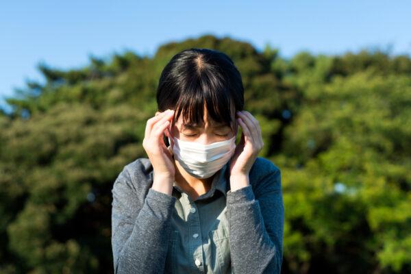 頭痛、感到意識混亂也可能是染上中共肺炎的症狀。(Shutterstock)