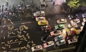 各地抗議聲不斷 廣州模仿反送中堵路抗爭