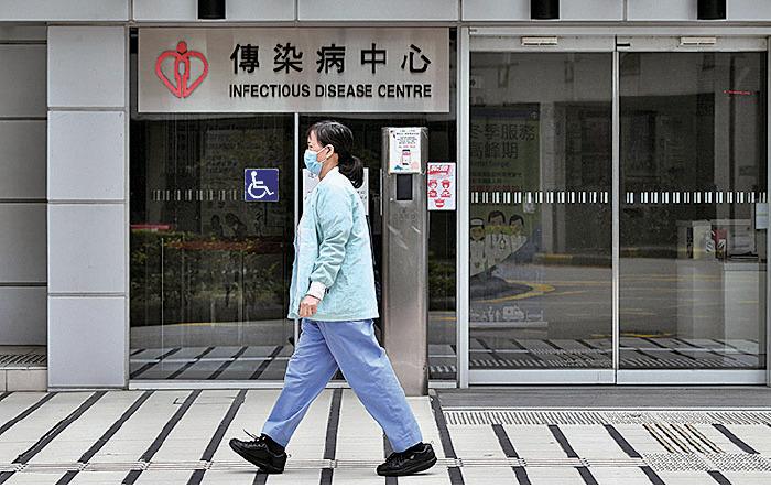 13日周一,瑪嘉烈醫院傳染病中心的負壓設施一度故障約30分鐘。7個樓層的69名病人受影響,包括44名中共病毒確診病人。(ANTHONY WALLACE/AFP via Getty Images)