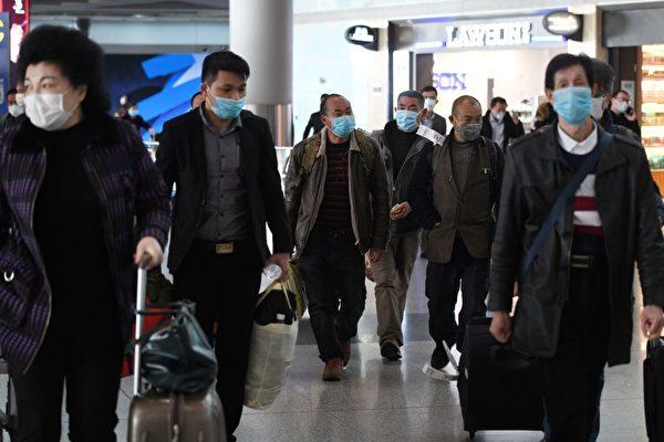 飛北京旅客須至周邊城市接受檢疫 ,86.2%遭截隔離,日均入境旅客為兩三千人。(GREG BAKER/AFP via Getty Images)