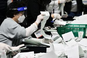 中共肺炎流行之際 南韓會大選執政黨時隔16年「單獨過半」