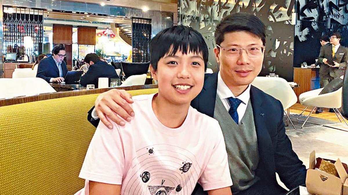 年僅14歲的香港數學「神童」葉振延(左),去年獲香港理工大學破格取錄。(推特圖片)