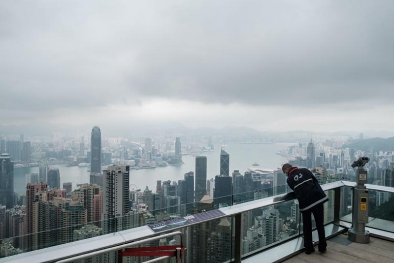 疫情重創香港旅遊業  3月旅客大跌99%