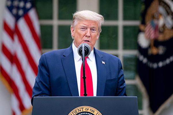 中共4月17日修正武漢市疫情數據,特朗普總統表示他不相信,並說中共實際數據遠大於美國。圖為4月14日,特朗普主持白宮簡報會。(Official White House Photo by Tia Dufour)