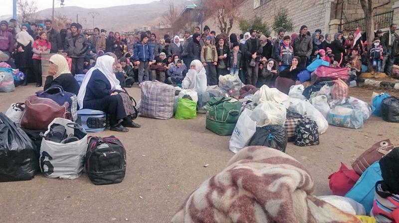 被圍困半年多的馬達亞居民因為斷糧,許多人面臨餓死危機。居民1月11日從早上5點就翹首盼望救援物資車隊抵達。