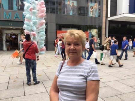 超市售貨員Halina Dominiak不想去慕尼黑度假。(文婧/大紀元)