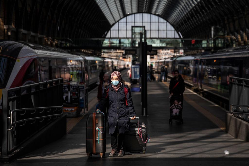 英國在此次中共病毒疫情中使自己成了重災區,包括首相約翰遜本人也因感染病毒而住進監護病房,朝野上下才意識到被中共所騙,開始討伐中共。圖爲英國國王十字火車站。(Dan Kitwood/Getty Images)