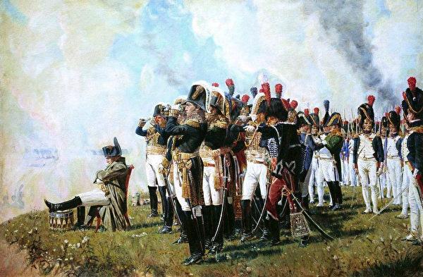 1812年9月7日,雙方在莫斯科以西124公里的博羅季諾村展開會戰。圖為拿破崙一世於博羅季諾高地,俄國畫家瓦西里・韋列夏金作於1897年。(公有領域)