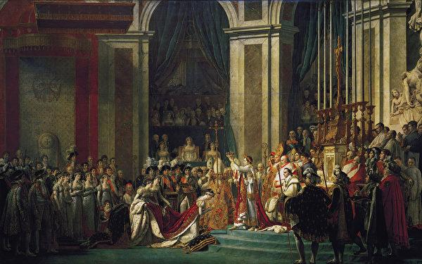 拿破崙是一位歷史的偉人。邱吉爾曾評價他:「這世界上沒有比他更偉大的人了。」圖為在教宗庇護七世旁觀下,拿破崙替跪下的妻子約瑟菲娜・德博阿爾內加冕為王后。雅克-路易・大衛繪於1805年到1807年之間。(公有領域)