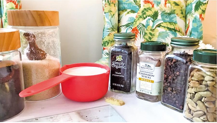 近期莉莉推出印度奶茶食譜與觀眾分享。(網頁截圖)
