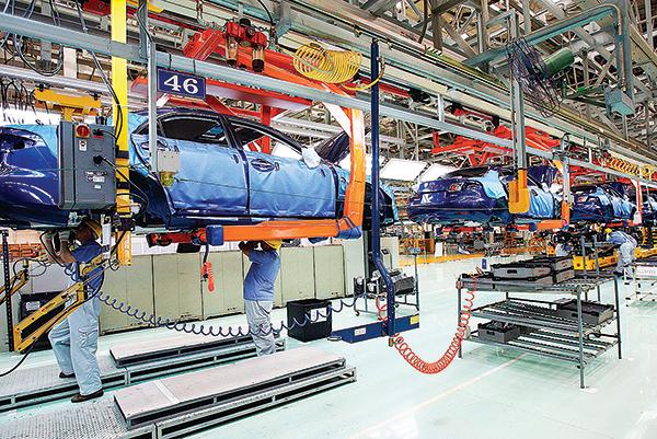 近日日本當局宣佈,撥款22億美元,協助日本製造商從中國撤出生產線。圖為中國吉林長春汽車製造廠,設有日本馬自達汽車裝配線。(Getty Images)