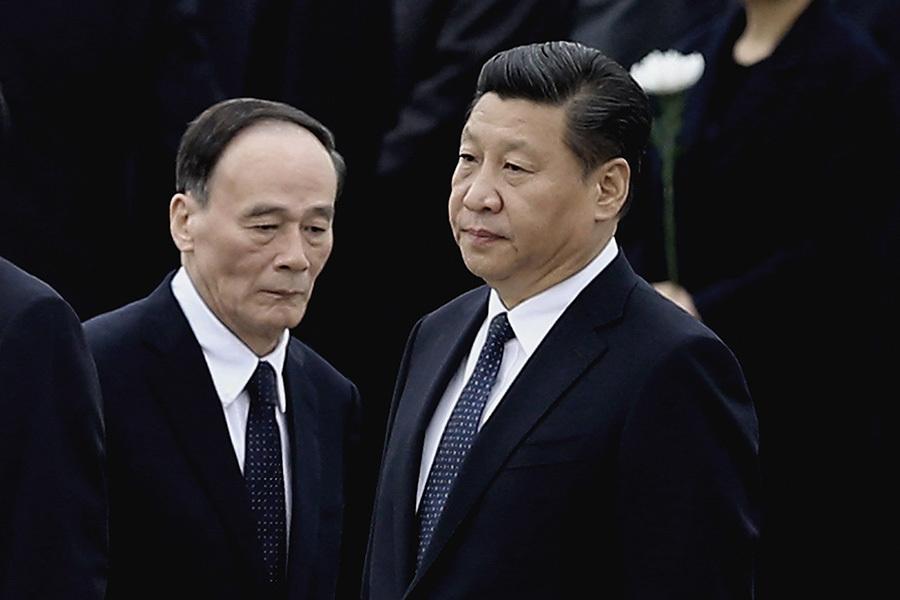 王岐山除反腐「打虎」助習近平在去年10月取得「習核心」外,他也曾多次破慣例,從程序上力挺「習核心」。(Feng Li/Getty Images)