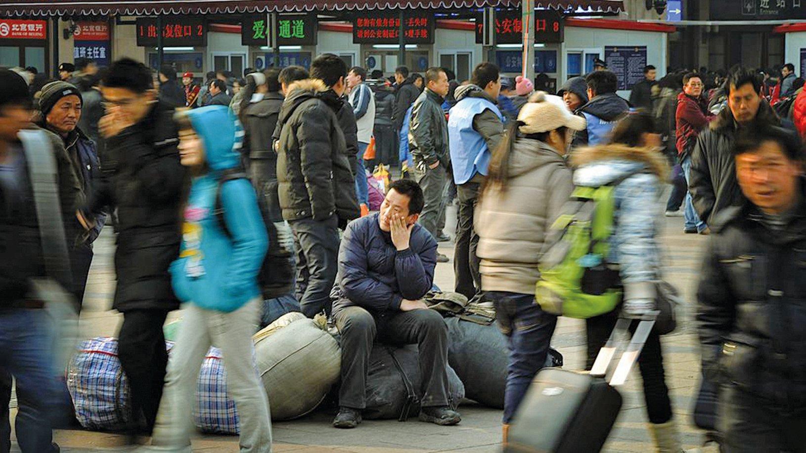 日前,中共體制內學者表示,瘟疫對就業市場帶來嚴重破壞,目前仍有約8千萬人未復工。(MARK RALSTON/AFP via Getty Images)
