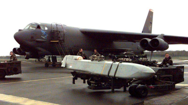 美軍在無預警下,突然將部署於關島的5架B-52H轟炸機撤回美國本土。示意圖(Usaf/Getty Images)