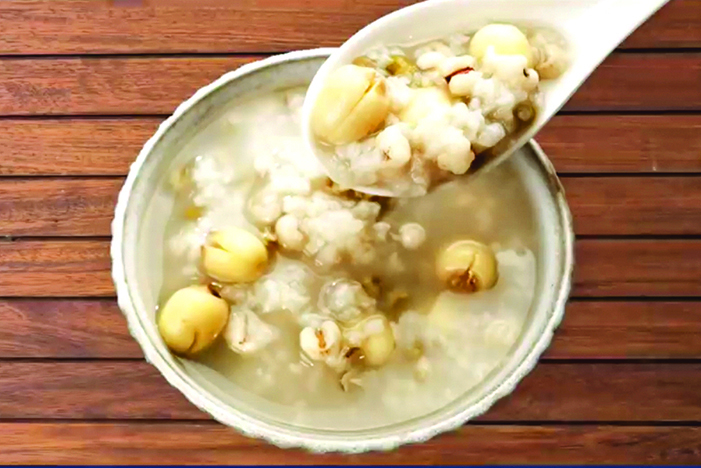 綠豆蓮子薏米粥能補氣、安神、美白、消水腫。