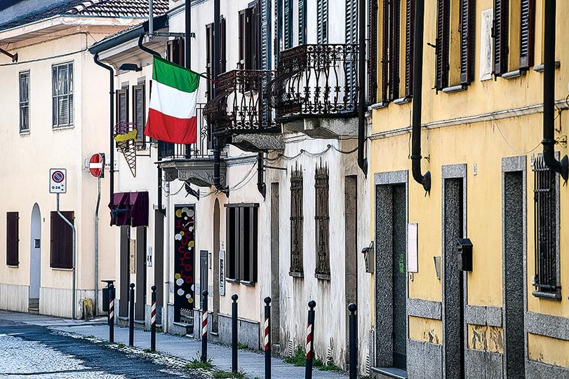 4月4日,意大利北部小鎮的街道上空無一人