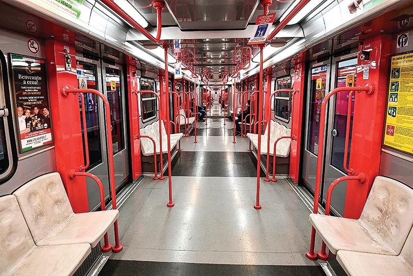 4月9日,米蘭的地鐵客車上空無一人。(Getty Images)