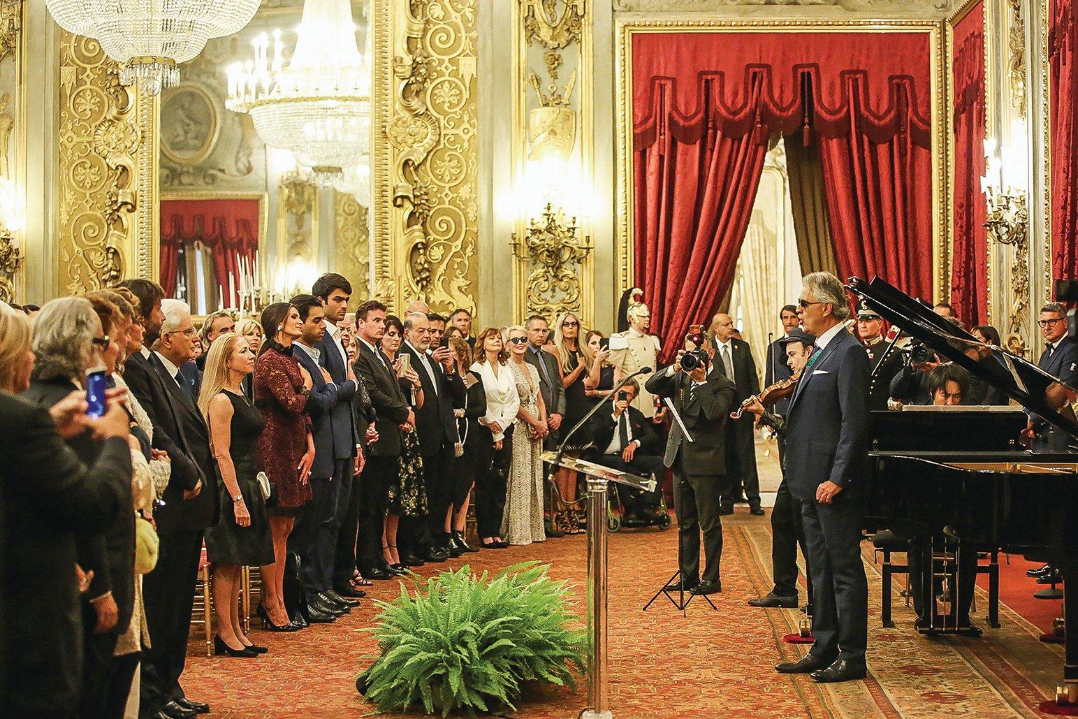 武漢哀鴻遍野之時,2月13日意大利的總統府奎里納萊宮卻傳出了激昂的中共紅歌曲調。圖為在2017年奎里納萊宮舉辦的藝術表演的場景。(Getty Images)
