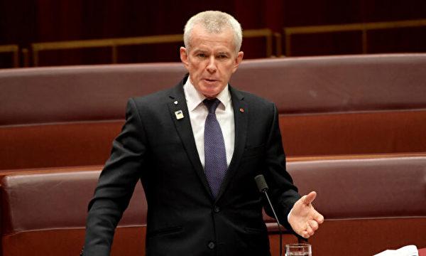 澳洲聯邦參議員羅伯茲(Malcolm Roberts) 4月1日發佈了一則關於就疫情蔓延應問責中共的推文引發民眾的共鳴。(Getty Images)