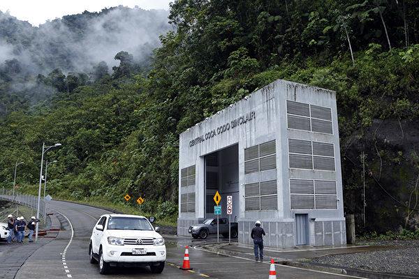 圖為這個名為「科卡科多辛克雷水電站」的大壩外部景觀。(CRISTINA VEGA/AFP/Getty Images)